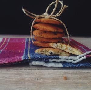 Cookies con gocce di cioccolato.
