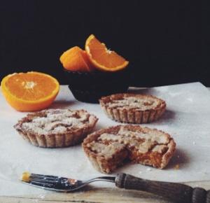 Crostatine integrali con marmellata di arance amara.